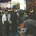 臺灣超人氣組合五月天抵昆 阿信肢體語言表心情20.jpg