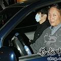 臺灣超人氣組合五月天抵昆 阿信肢體語言表心情22.jpg