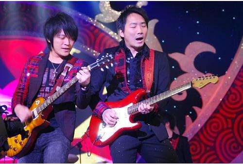 五月天今日凌晨鷺島開唱 廈門歌迷為福州好友「電話直播」27.jpg