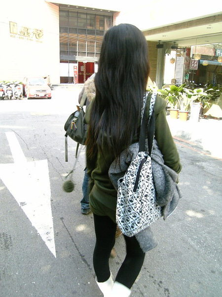 突然發現我的頭髮好長喔...
