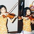 BY2 11嵗(在家裏學小提琴)