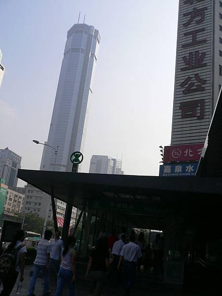 華強路站出口