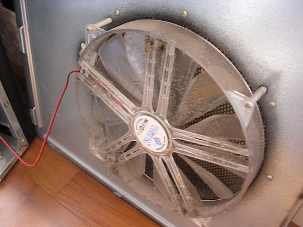 20110120-電腦3年多來的灰塵-2.jpg