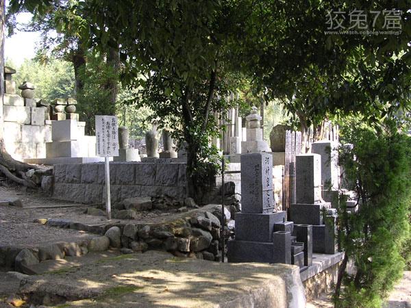整齊的墓碑