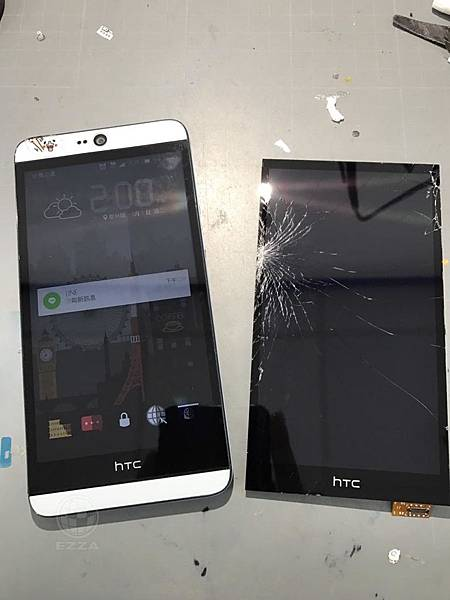 HTC 826不小心敲到桌角