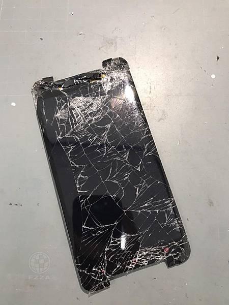 HTC 蝴蝶S面板全毀