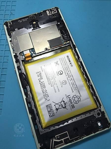 SONY C5電池膨脹(1)