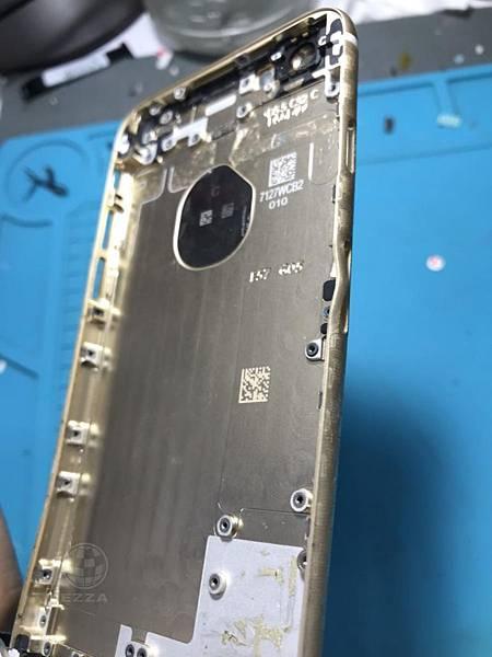 IPHONE6背殼變形