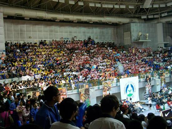 整個台大體育館幾乎都是能仁.JPG