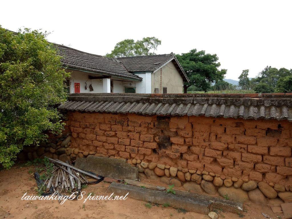 百年老土角圍牆