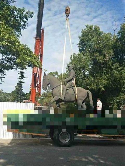 大甲鐵砧山中正雕塑公園的蔣公雕像