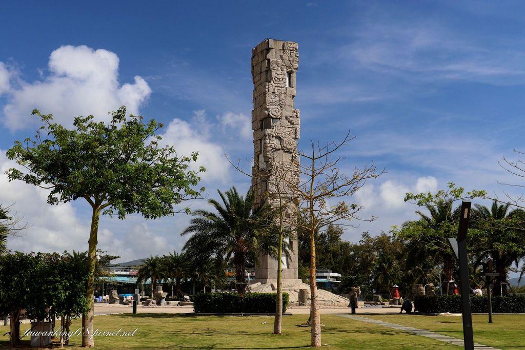 海南島之旅-亞龍灣中心廣場的圖騰柱