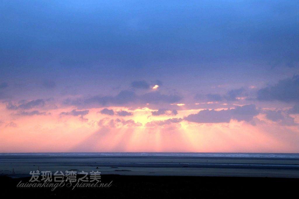 早晨和黃昏的天空是紅色