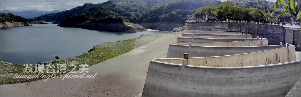 鯉魚潭水庫的水已經乾涸