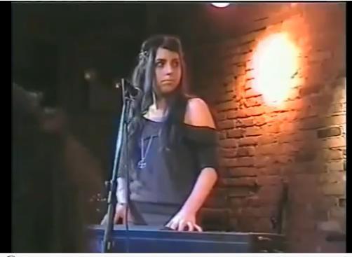 酒吧表演的Lady Gaga有點略胖
