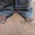 沒有穿鞋的小腳腳