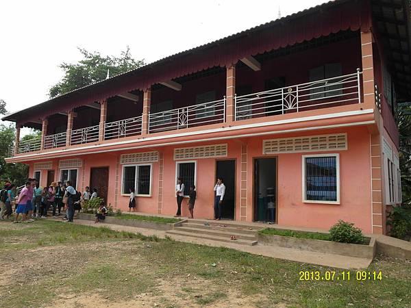 1   教會的教室區---一樓是教室區可分為電腦教室英文及中文教室 幼幼班上課教室 二樓則是志工們住宿的房間_縮圖.JPG