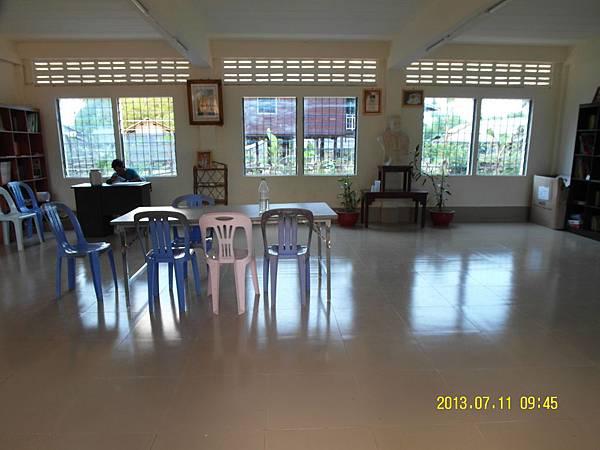 6   英文教室3---有了教室但幾乎沒什麼教材及書本,物資仍短缺呀_縮圖.JPG