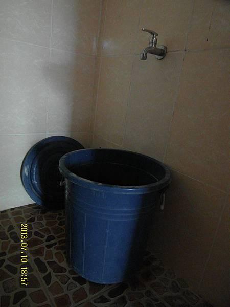 21   儲存雨水,來洗澡和沖洗馬桶!_縮圖.JPG