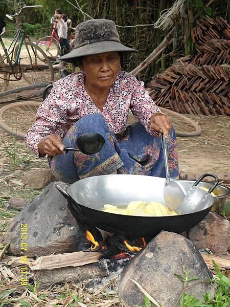 27   和教會的媽媽們,一起準備我們的午餐!_縮圖.JPG