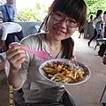 33   對他們貧困的村民來說,三餐都能吃到食物可是得來不易!對於食物相當感恩與珍惜!而我們都有溫飽的三餐,甚至還有下午茶及消夜,實在是太富裕的美食天堂了!_縮圖.JPG