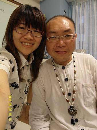 14下課囉!開心地和陳老師拍照!_縮圖.JPG