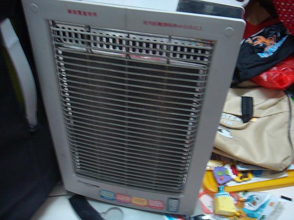 超不耐用國產電暖器.JPG