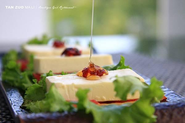 番茄乳酪薄餅.JPG