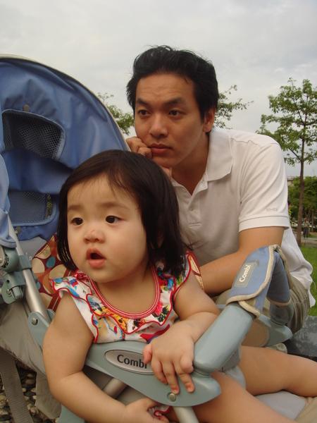 爸爸和我長得很像吧