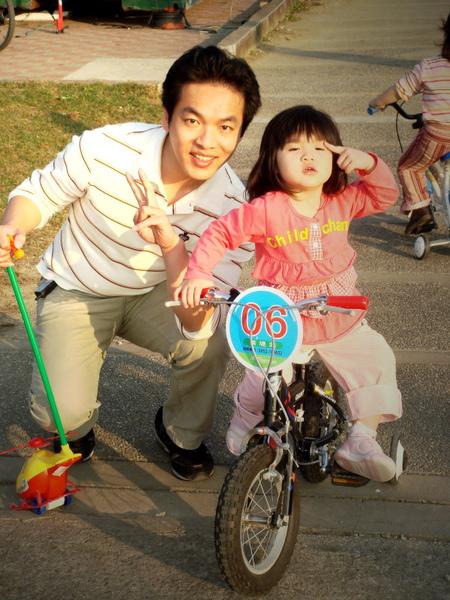 騎腳踏車和八八合照