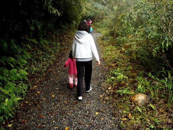 林美石磐步道內是碎石和泥濘路,有一小段路是我自己走