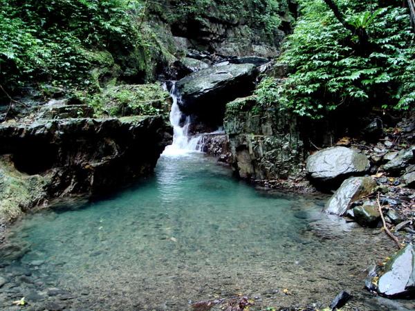 林美石磐步道內漂亮溪瀑