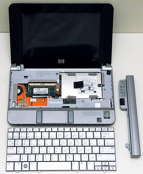 01-HP 2133可拆換的零件藏在鍵盤下方.jpg