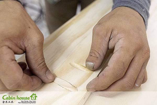 木塞一定會跟原先的洞不一樣大,需要先劃線測量,用手工鋸切除不必要的木塞部分
