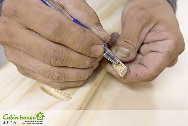 剛剛是木塞斜面部分,現在是劃木塞深度要用木工工具手持鋸鋸除的部分