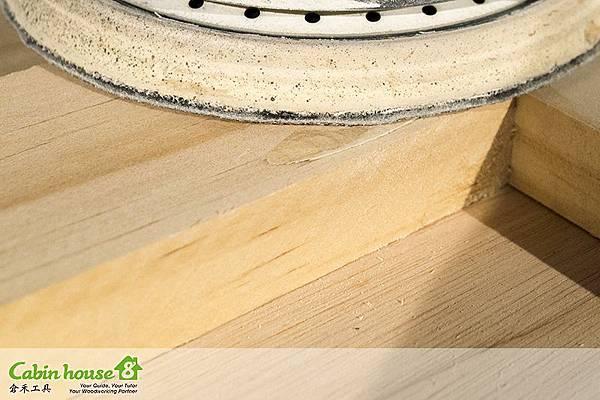 近看木塞真的貼很平,研磨機的砂紙粗度可以選用800號