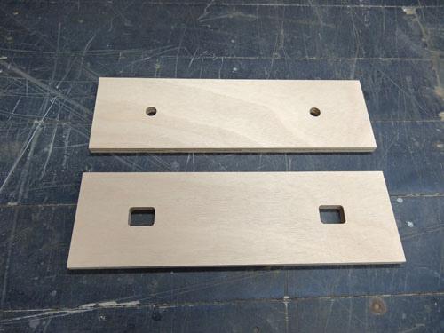 後夾塊 圖下面一塊開孔為方形,用來埋入螺母。 螺桿會固定在上面。