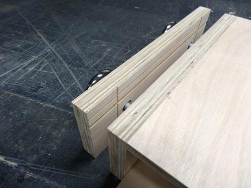 木工夾頭 夾頭中間的V字凹槽用來幫助夾持圓形工作物