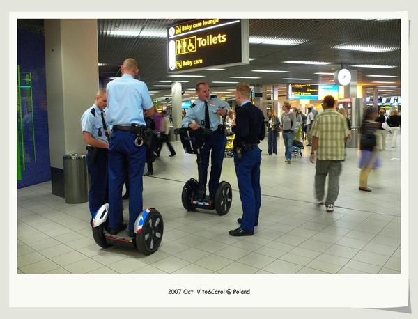 機場警察的交通工具好酷