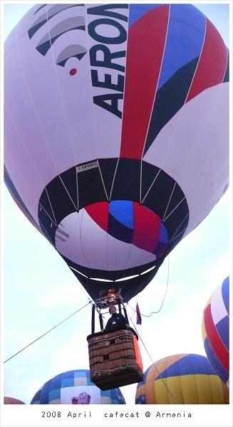 0409 不小心飛上天的熱氣球