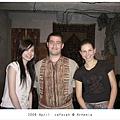 0418 服務生穿的是亞美尼亞傳統服飾