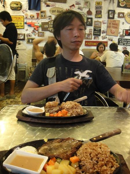 不管價錢還是口味都是台灣的夜市牛排大勝