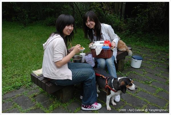 實在太嗨了啦~~~隔壁的台北人都在吃草只有我們帶悶燒鍋來野餐