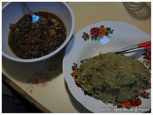左邊是燉牛肝,右邊是豌豆泥
