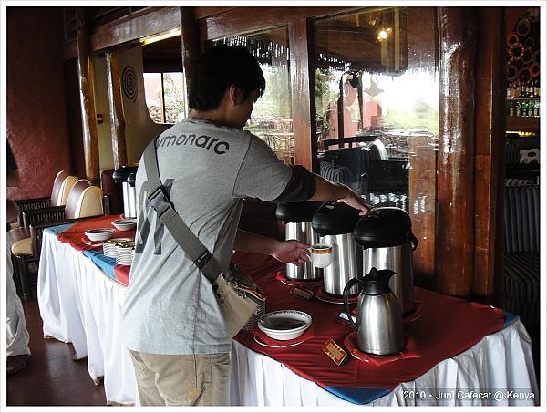 吃很飽可是還硬要喝杯免費的咖啡