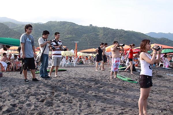 幾乎沙灘上所有人都在拍我們