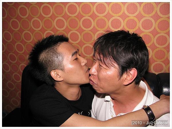 配合度真的很高,第一次見面就強吻我老公
