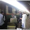 哪國的濫設計~火車超高的行李很難扛上去