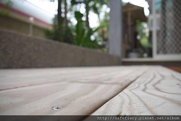 北投奇岩咖啡FIERY-前庭地板南方松施工