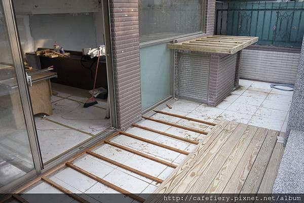 北投奇岩咖啡FIERY-前庭地板南方松施工3